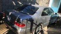 Cần bán Mercedes E240 đời 2001, màu bạc