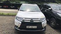 Bán gấp Mitsubishi Outlander sản xuất năm 2018, màu trắng, giá tốt