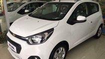 Bán Chevrolet Spark sản xuất 2018, màu trắng, giá tốt
