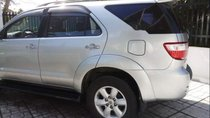 Cần bán gấp Toyota Fortuner sản xuất năm 2010, màu bạc xe gia đình