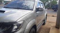 Bán xe Toyota Hilux sản xuất 2012, màu bạc, nhập khẩu nguyên chiếc, giá chỉ 450 triệu