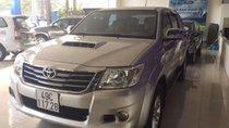 Cần bán Toyota Hilux 4x4 MT 2013, màu bạc, nhập khẩu nguyên chiếc xe gia đình