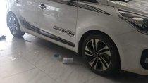 Bán xe Kia Rondo năm 2017, màu trắng, xe rất thơm tho sạch sẽ