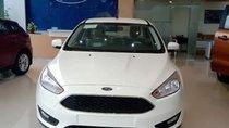 Bán Ford Focus 2018, màu trắng, 565tr