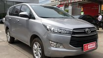 Cần bán Toyota Innova E đời 2017, màu bạc