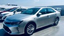 Cần bán xe Toyota Camry 2.5Q năm 2018, màu bạc- Xe có sẵn, giao xe đúng hẹn