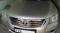 Cần bán gấp Toyota Camry đời 2010, màu bạc