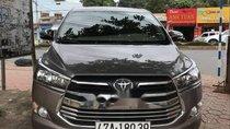 Gia đình bán xe Toyota Innova MT năm 2017, màu xám