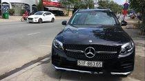 Cần bán lại xe Mercedes 300 năm sản xuất 2017, màu đen, giá tốt