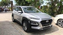 Hyundai Kona tiêu chuẩn màu bạc, xe giao ngay, giá km kèm quà tặng có giá trị, hỗ trợ vay LS tốt. LH: 0903175312
