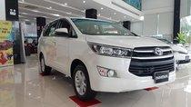 Cần bán xe Innova 2.0 E số sàn, màu trắng, giá khuyến mãi 2019