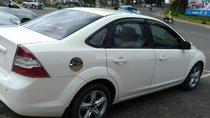 Bán Ford Focus đời 2011, màu trắng chính chủ