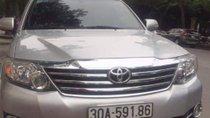 Cần bán Toyota Fortuner AT 2015, màu bạc xe gia đình giá cạnh tranh