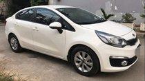 Gia đình tôi cần bán xe Kia Rio màu trắng, sản xuất 2016, số tự động, đi 15 000km