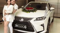 Ca sĩ Lâm Chấn Khang cầu hôn bạn gái bằng chiếc Lexus RX mới toanh