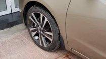 Bán xe Kia Cerato 1.6AT đời 2018, màu vàng cát, xe bảo dưỡng chính hãng Kia, không ngập nước