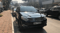 Cần bán lại xe Toyota Fortuner sản xuất 2015 màu đen