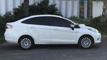 Gia đình bán Ford Fiesta 2014, màu trắng