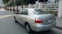 Cần bán xe Toyota Vios đời 2013, màu bạc chính chủ giá cạnh tranh