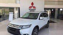 Cần bán xe Mitsubishi Outlander sản xuất 2019, màu trắng, giá tốt