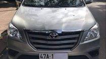 Bán Toyota Innova 2.0E sản xuất năm 2015, màu bạc xe gia đình, 575tr