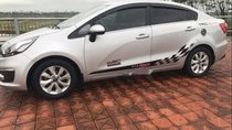 Cần bán lại xe Kia Rio MT đời 2015, màu bạc như mới
