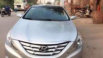 Cần bán xe Hyundai Sonata AT 2010, màu bạc, xe đẹp