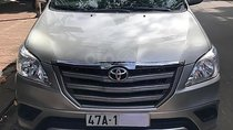 Cần bán gấp Toyota Innova 2.0E đời 2015, màu bạc xe gia đình, giá 575tr