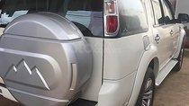 Cần bán xe Ford Everest đời 2009, màu trắng xe gia đình, giá chỉ 475 triệu