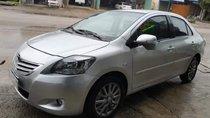 Cần bán Toyota Vios năm sản xuất 2013, màu bạc chính chủ