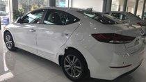 Cần bán Hyundai Elantra 1.6 AT đời 2018, màu trắng