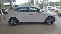 Cần bán xe Hyundai Elantra đời 2018, màu trắng giá cạnh tranh