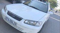 Cần bán Toyota Camry đời 2000, màu trắng
