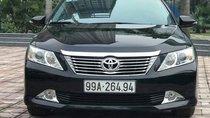 Cần bán lại xe Toyota Camry đời 2015, màu đen còn mới, giá tốt 976tr