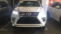Bán ô tô Toyota Fortuner 2.4G 4x2 AT, máy dầu 2018, màu trắng xe nhập, có xe giao ngay