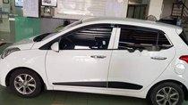 Bán Hyundai Grand i10 1.2AT sản xuất 2015, màu trắng, nhập khẩu nguyên chiếc xe gia đình