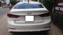 Cần bán gấp Hyundai Elantra 2.0 AT đời 2017, màu trắng
