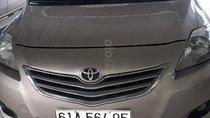 Cần bán lại xe Toyota Vios 2010 màu vàng kim, chính chủ, 305tr