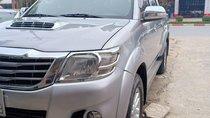 Bán Toyota Hilux 3.0 số sàn, 2 cầu, máy dầu, màu bạc, xe nhập khẩu