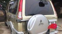 Bán Mitsubishi Jolie màu vàng cát, đời 2005, số tay, máy xăng
