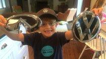 """Bé trai 5 tuổi dùng đồng xu để """"mua"""" logo của Bugatti, Tesla, Volvo và loạt hãng xe lớn toàn cầu"""