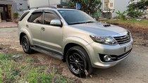 Cần bán Toyota Fortuner G, sản xuất 2016, màu bạc, số sàn, máy dầu