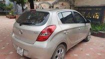 Bán Hyundai i20 năm 2010, màu bạc xe gia đình, giá tốt