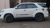 Cần bán xe Fortuner sản xuất 2014 màu trắng máy xăng, số tự động