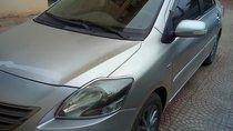 Cần bán lại xe Toyota Vios 1.5E đời 2013, màu bạc chính chủ