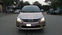 Cần bán xe Toyota Innova E đời 2013, màu kem