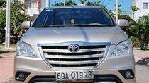 Gia đình bán Toyota Innova 2.0E 2015, màu vàng cát