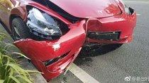 Vừa đến Trung Quốc, Tesla Model 3 đã đâm xe vỡ đầu