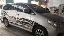 Cần bán gấp Toyota Innova sản xuất 2015, màu bạc, giá tốt