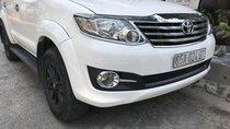 Cần bán xe Toyota Fortuner đời 2012 màu trắng, máy dầu, chính chủ